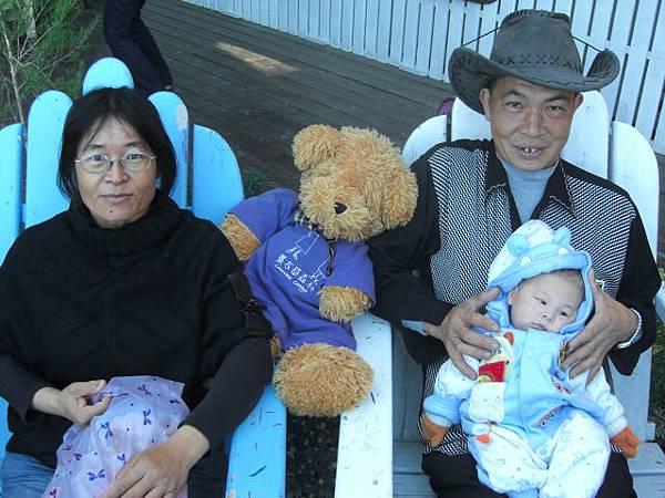 爺奶跟孫子的第一張相片