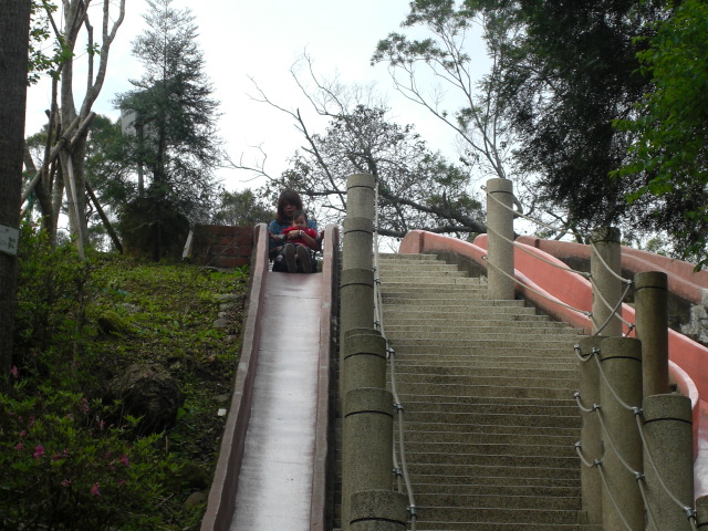 好長好長的溜滑梯唷!