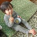 1Y3M 湯匙都還沒拿穩就在拿筷子