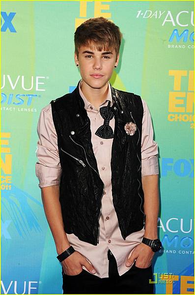 justin-bieber-teen-choice-awards-2011-05.jpg