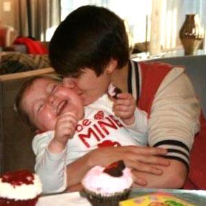 300_Bieber_tg_021412.jpg