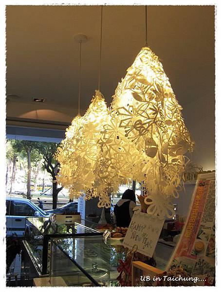 法米-特別的吊燈.JPG