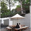32行館-庭院傘下.JPG