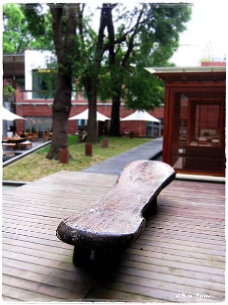 32行館-茶屋外的板凳.JPG