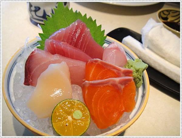 天竹園-高檔生魚片.JPG