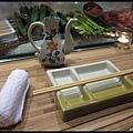 上引水產-簡單的餐具