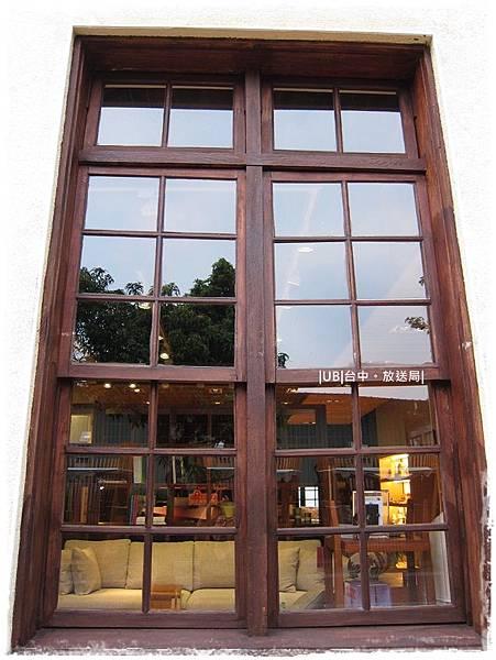 放送局-木窗