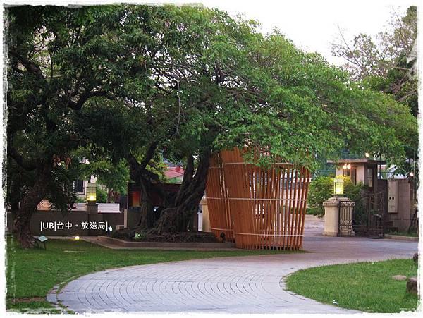 放送局-門口老樹