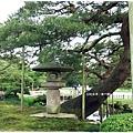 兼六園-唐崎松石燈籠.JPG