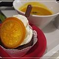 好樣棒棒-香橙風味杯子蛋糕佐巧克力醬.JPG