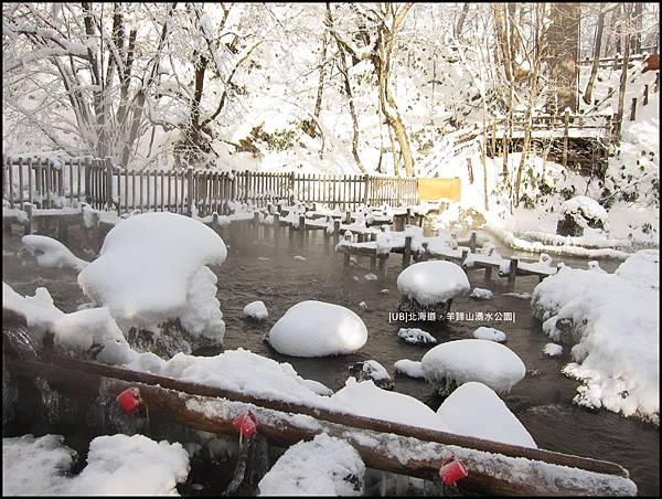 羊蹄山-池中積雪石.JPG