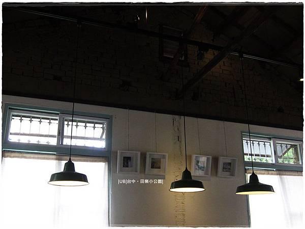 田樂小公園-屋頂磚牆.JPG