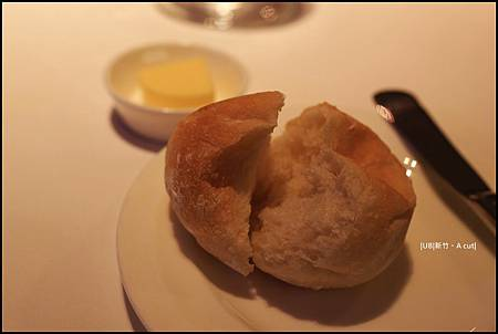A cut-鬆軟麵包.JPG