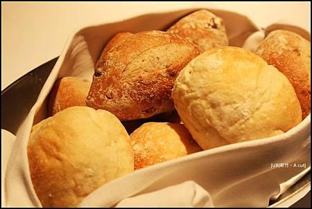 A cut-麵包.JPG