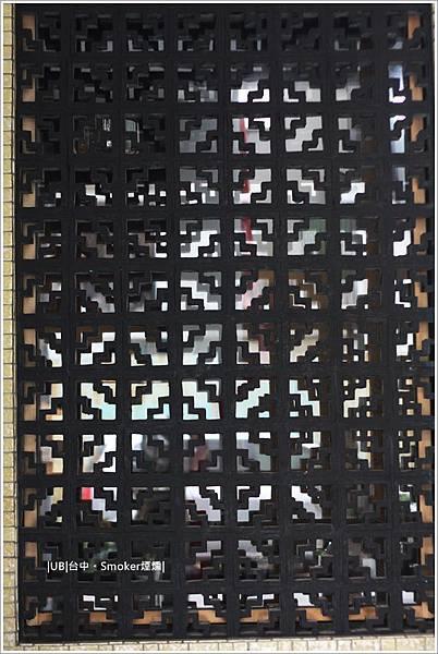 煙燻-鑄鐵窗.JPG