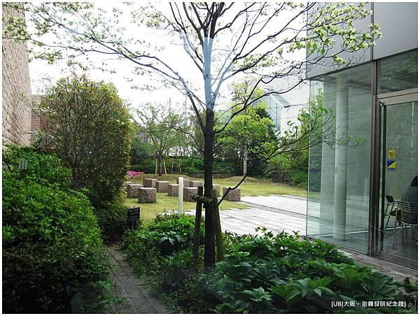 泡麵發明紀念館-庭院.JPG