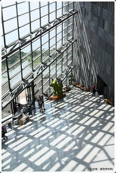 蘭陽博物館-高處館內透窗.JPG