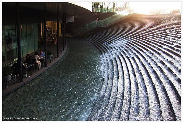 GRAND FRONT OSAKA-梅北廣場-水瀑階梯-1.JPG