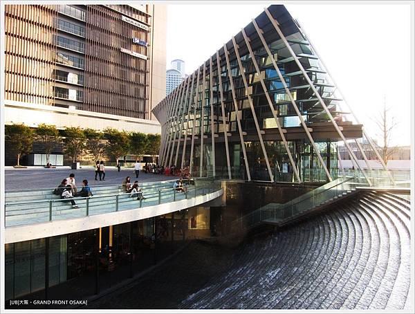 GRAND FRONT OSAKA-梅北廣場-水瀑階梯-2.JPG
