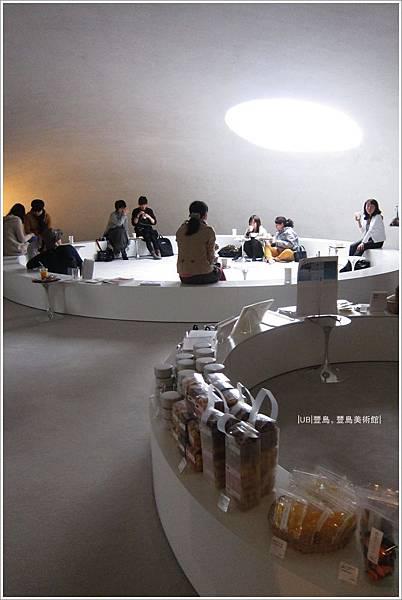豐島美術館-咖啡館-6.JPG