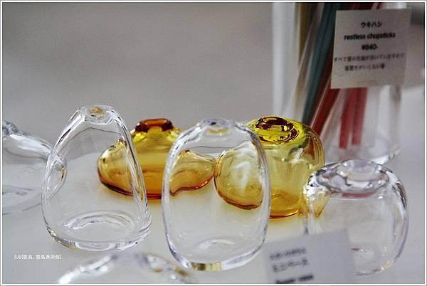 豐島美術館-咖啡館-水滴玻璃瓶.JPG
