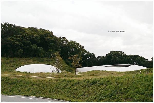 豐島美術館-館體-2.jpg