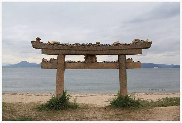直島-美術-南瓜-鳥居.JPG