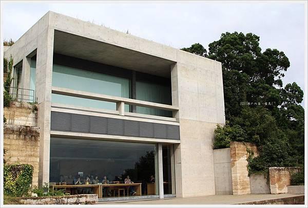直島-美術-地中美術館餐廳建築.JPG