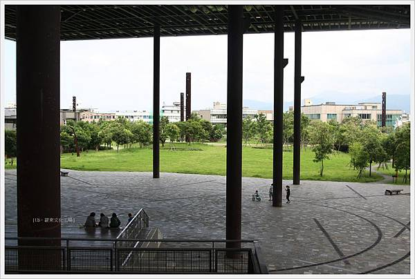 羅東文化工場-大棚架下.JPG
