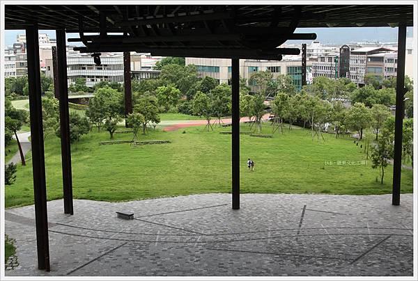 羅東文化工場-大棚架前綠地-1.JPG