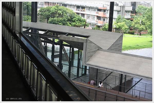羅東文化工場-窗外建築.JPG