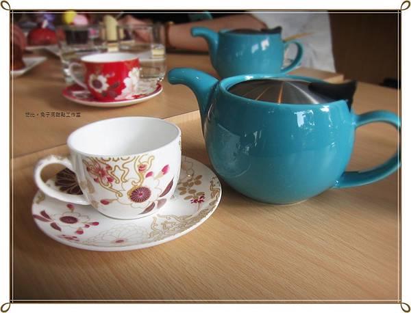 兔子洞-綠茶壺+白杯.JPG