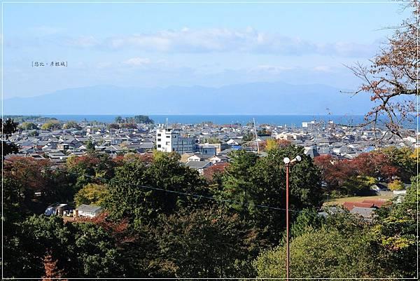 彥根城-西之丸三重櫓琵琶湖.JPG