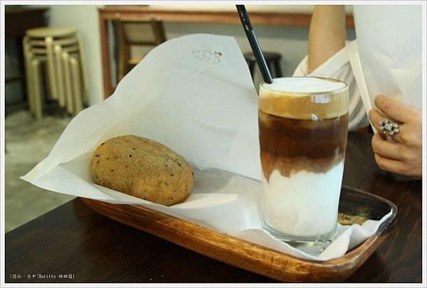 haritts-甜甜圈+咖啡歐蕾.JPG
