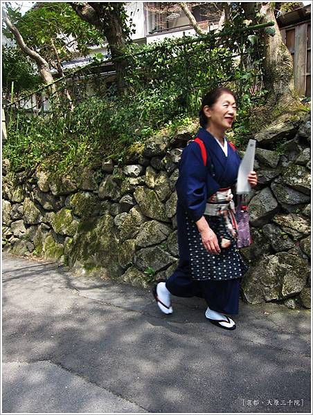三千院-大原傳統穿著.JPG