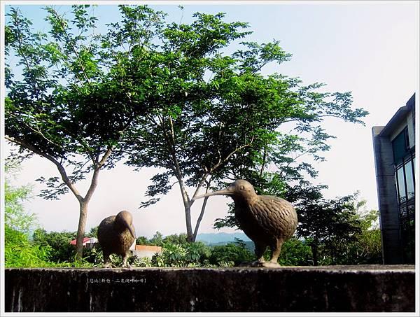 二泉湖畔-民宿外雕塑-1.JPG