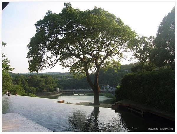 二泉湖畔-民宿前池塘-1.JPG