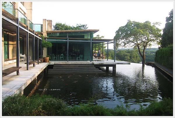 二泉湖畔-民宿前池塘-2.JPG