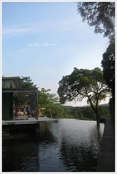 二泉湖畔-民宿前池塘-3.JPG