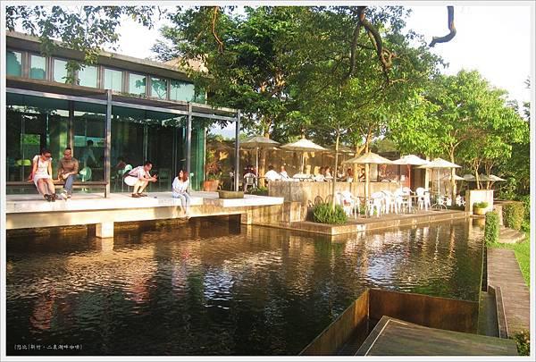 二泉湖畔-咖啡館外水池-1.JPG
