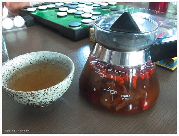 二泉湖畔-桂圓紅棗茶.JPG