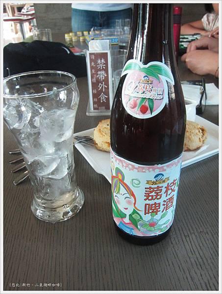 二泉湖畔-荔枝啤酒.JPG