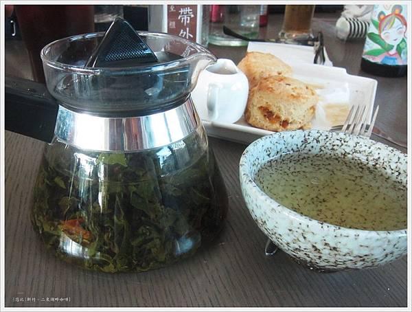 二泉湖畔-熱橘茶.JPG