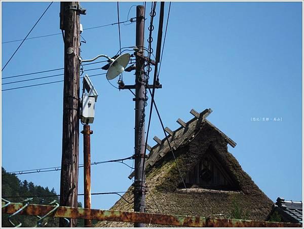 美山-電線茅萁屋-4.JPG