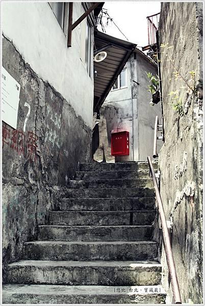 寶藏巖-消防箱階梯.JPG