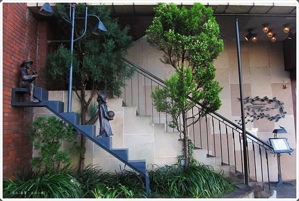 近江八幡-Tiffany-一樓入口裝置藝術.jpg