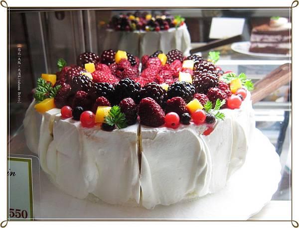 北濱Kitahama Retro-放很多的莓類蛋糕.JPG