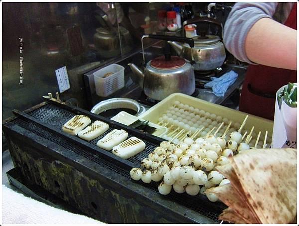 加賀醬油團子茶屋-烤爐.JPG