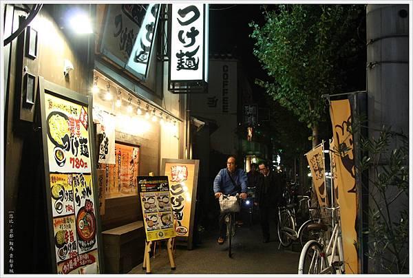 男人沾麵-店外-1.jpg
