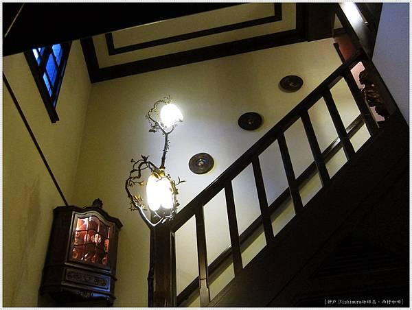 西村咖啡-內部階梯.JPG